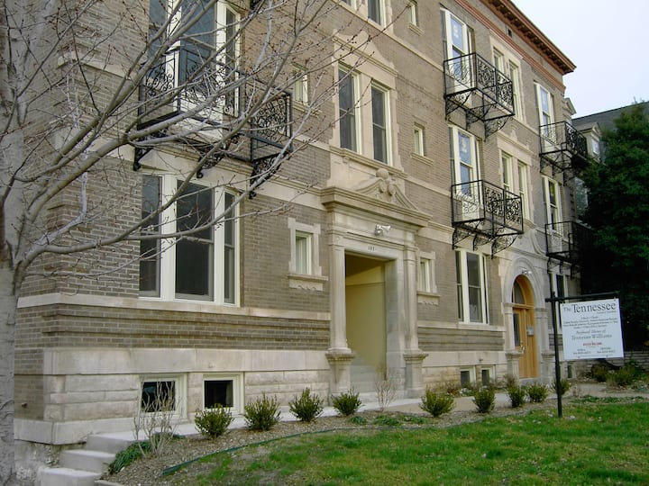 Luxury 2BD/2BH in Historic CWE/3E M