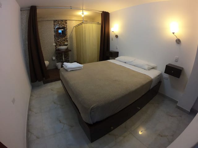 Private entrance & bathroom with queen bed 6