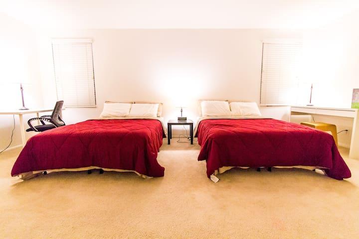Large master bedroom suite in OC - Buena Park - Ev