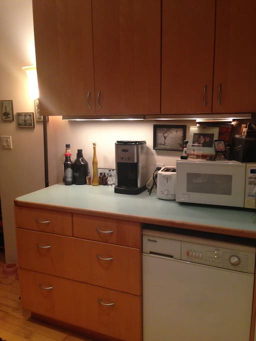 Microwave, toaster, coffee-maker, and in-unit washer and dryer!