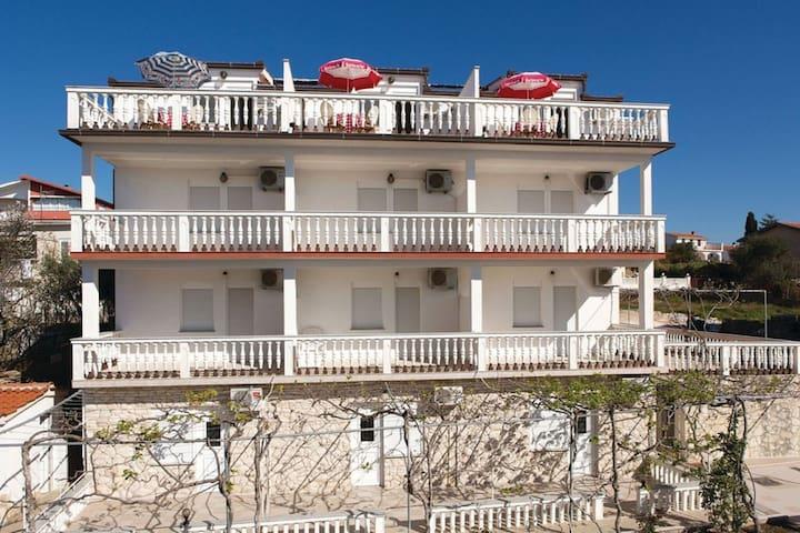 Lovely Apartment in Okrug Gornji near Bocici Beach