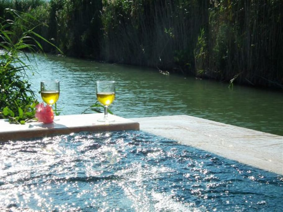 Enjoy a cool glass of wine in the Jacuzzi