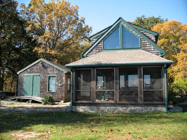 Romantic Seaside Cottage in Mystic - Stonington - Rumah