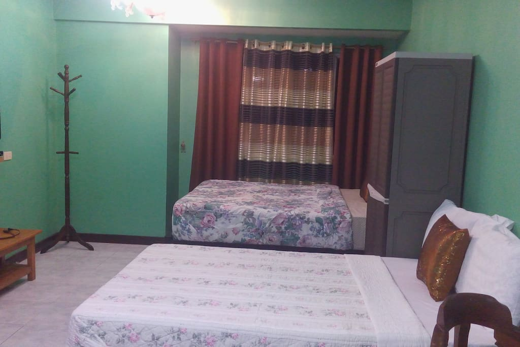 It has 1 king bed, 1 double bed and 1 double pull out bed