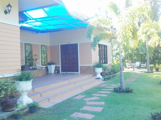 ANIE House, 1 Bedroom, 1.5 KM to the Beach - Choeng Thale - บ้าน