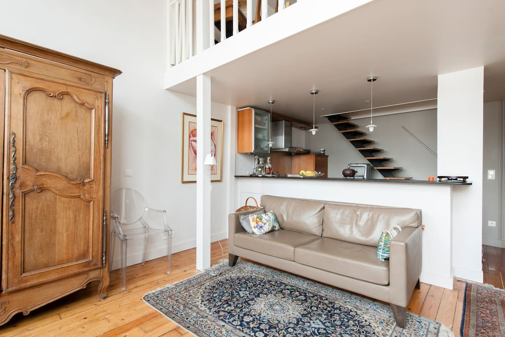 stunning loft faubourg st honor lofts for rent in paris le de france france. Black Bedroom Furniture Sets. Home Design Ideas