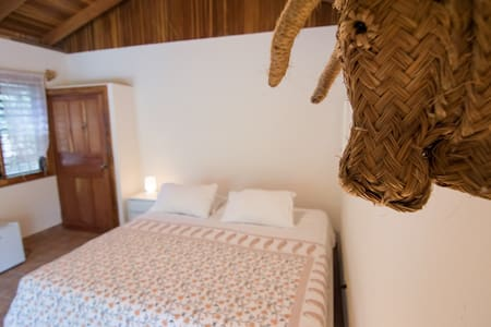 Makanas beachside bungalows - Bed & Breakfast
