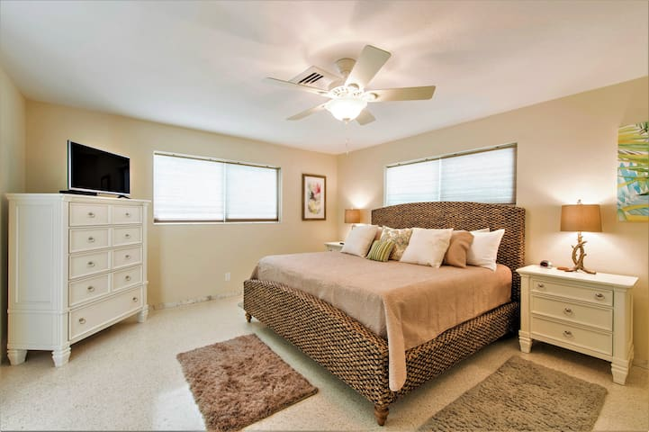 Master bedroom features king bed, HDTV and ensuite bath.