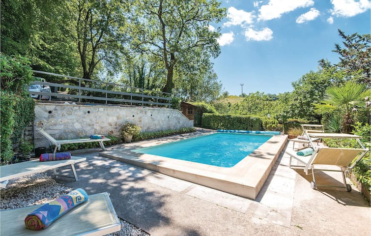 Holiday cottage with 4 bedrooms on 240m² in Torricella in S. RI