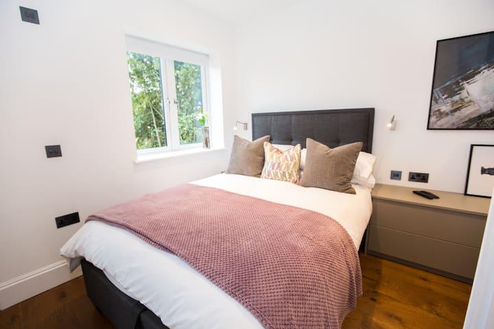Luxury double bedroom with wet room en-suite.