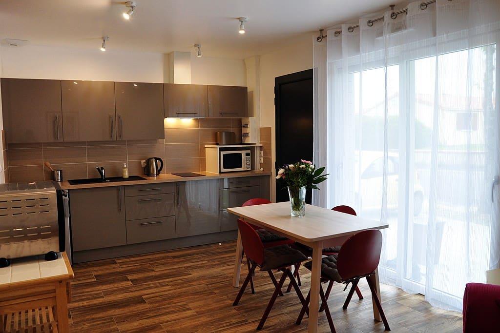 appart 39 clisson t2 meubl jardin puy du fou maisons de ville louer clisson pays de la. Black Bedroom Furniture Sets. Home Design Ideas