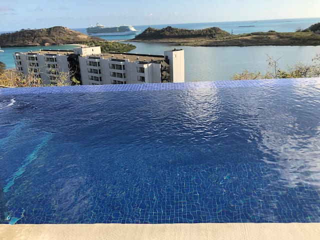 Luxury Villa with infinity pool by the Royalton