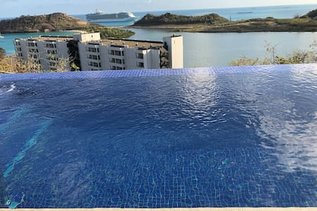 Bay View Luxury Villa, Private Infinity Pool & SUV