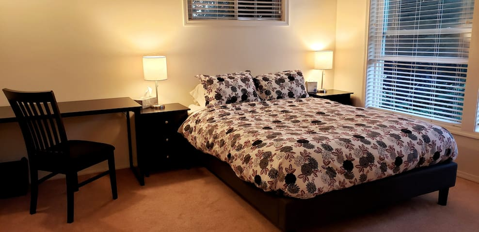 Spacious Master Suite in Townhouse near OHSU