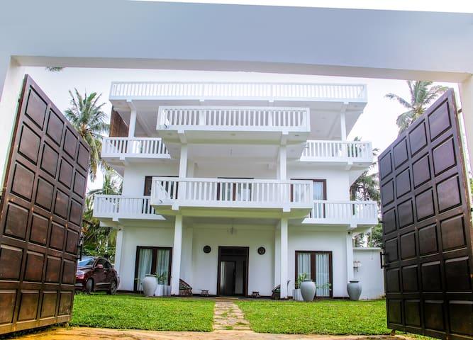 White Ro Resort - Entire hotel