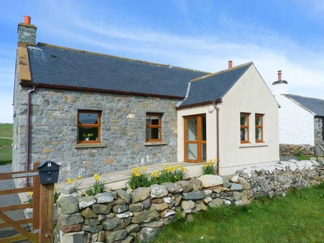2 SOUTH MILTON COTTAGES, family friendly in Stairhaven, Ref 14724