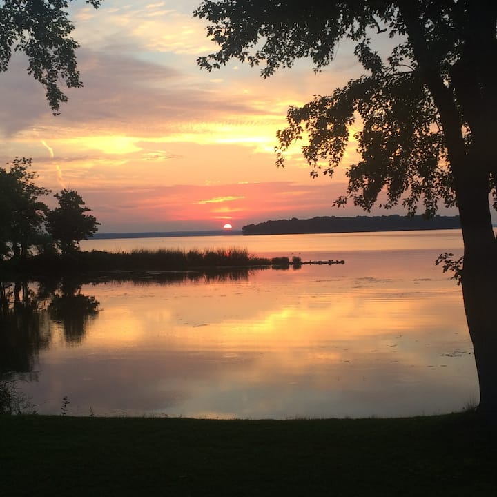 Private WATERFRONT Home on Oneida Lake