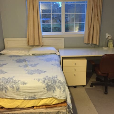 Cozy, nice room in suburb Seattle - Edmonds - Talo