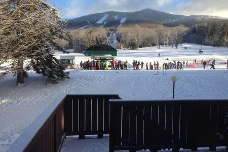 Beautiful Family Condo Liftside on Burke Mountain - バーク - コンドミニアム