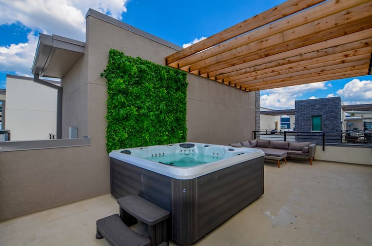 ** ROOFTOP HOT TUB ** Brand New | Perfect Location