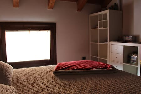 Bright, Wooden Roof Bedroom near the Train Station - Seregno - House