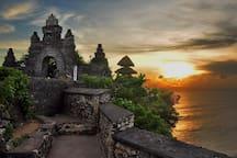 Visit around: Sunset in Uluwatu temple