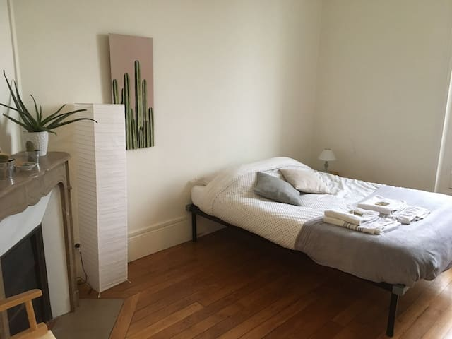 Bedroom in flat in front of Buttes-Chaumont Park