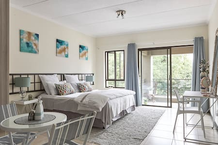 Trendy, Urban & Private – Lonehill Studio Flat - Sandton