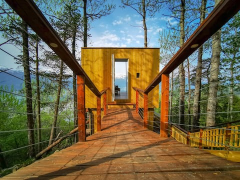 Amazing Panoramic Family Treehouse.