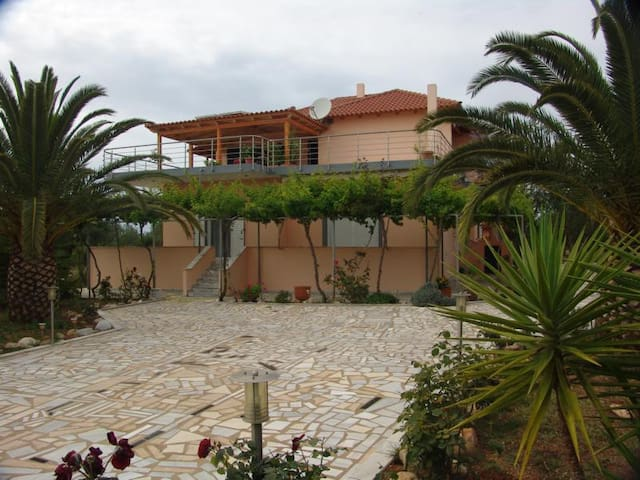 Ferienwohnung Christa im Olivengarten - Filiatra - Apartment