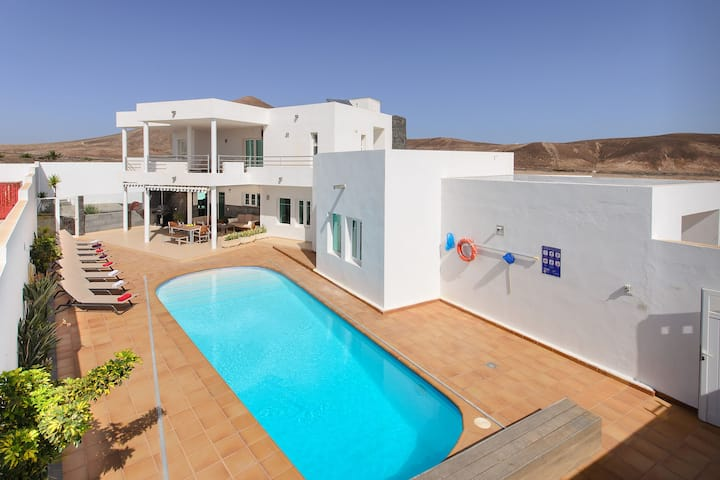 Luxurious Villa with Panoramic View, Multiple Terraces and Large Pool