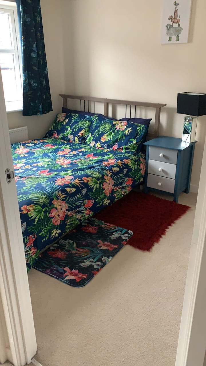 Lovely bright double bedroom,  private bathroom.