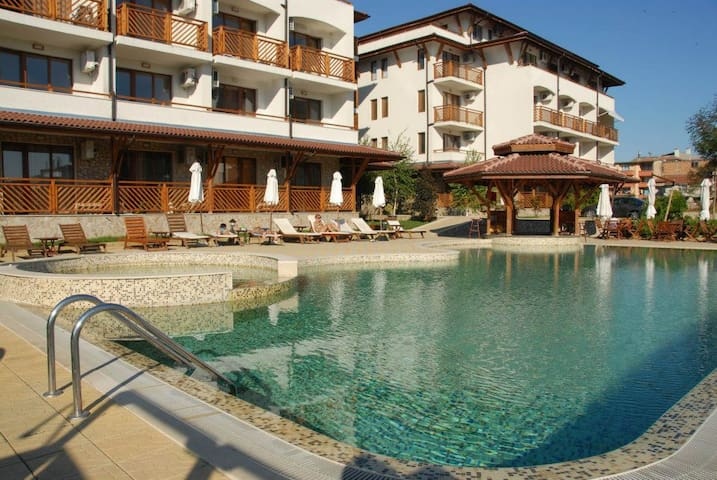Comfortable apartment in Primorsko, swimming pool