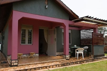Farm House Oasis close to Fort Portal