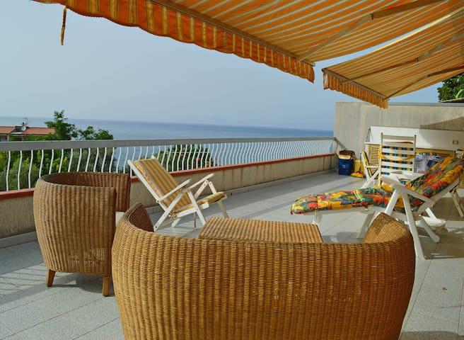 Casa Orizzonte, a 150mt dal mare con terrazza