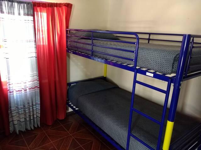 Dormitorio Mixto Compartido - Baño Compartido