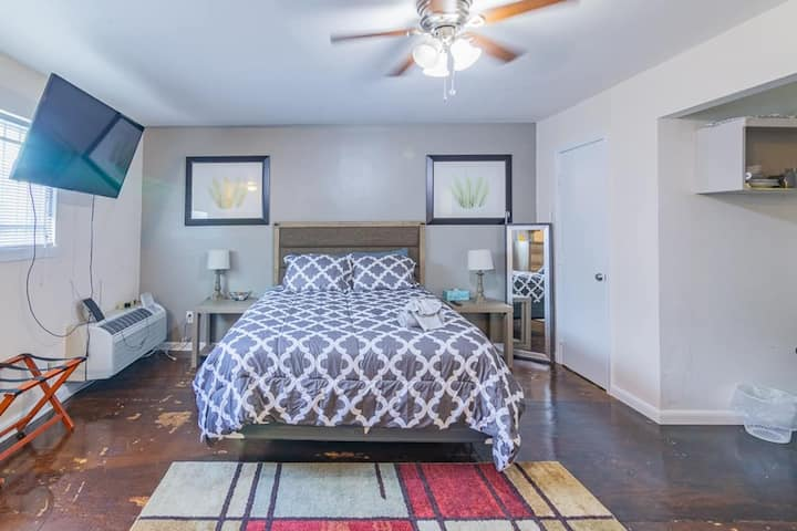 📍 Free Parking 🚙 In 💖 of Houston w/Queen Bed 🏡 A1B
