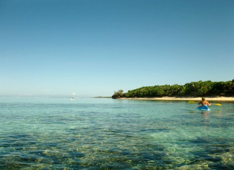 Crstal clear waters and teh best snokelling ... no need to pay more for snorkelling the reefs of fiji.....