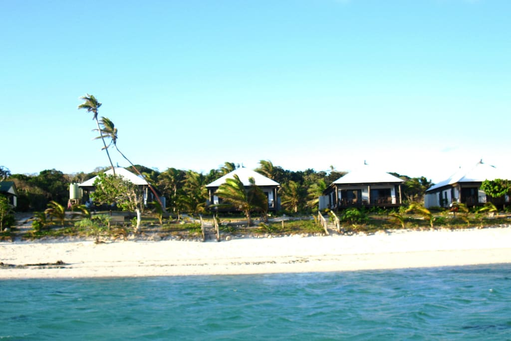 Discover  Namuka Bay Lagoon Resort