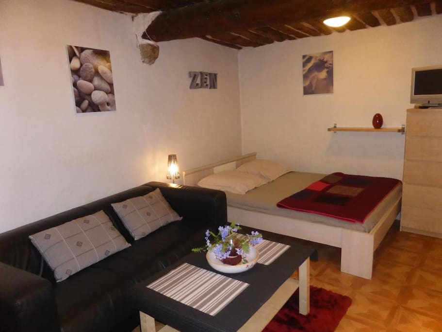 Studio vieil antibes proche plage appartements louer for Location studio meuble antibes