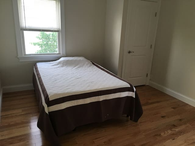 Private room, close to Jones Beach, waterfront - Bellmore