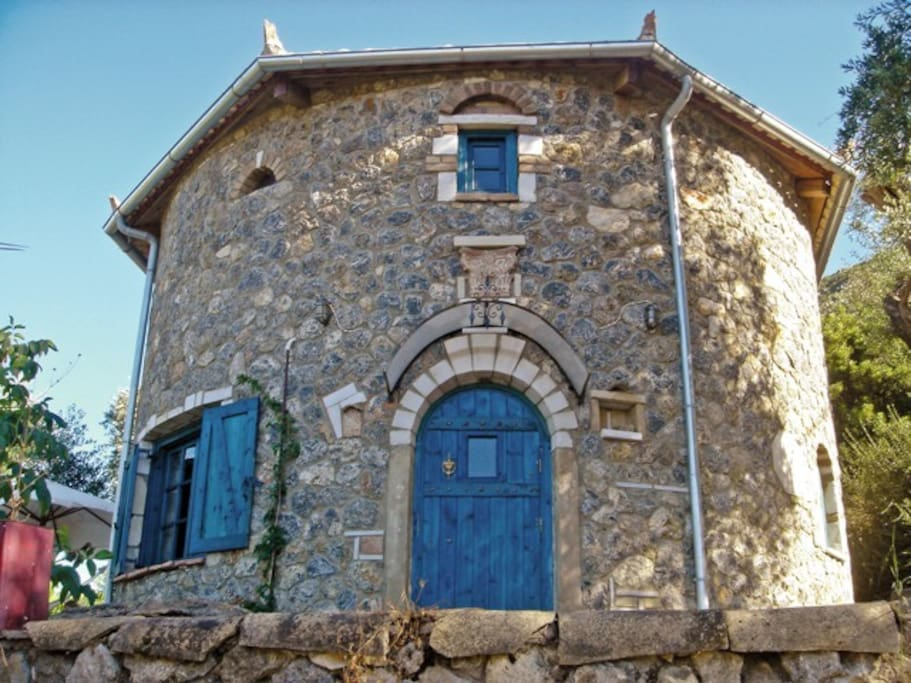Musician's Round House, Front View 2