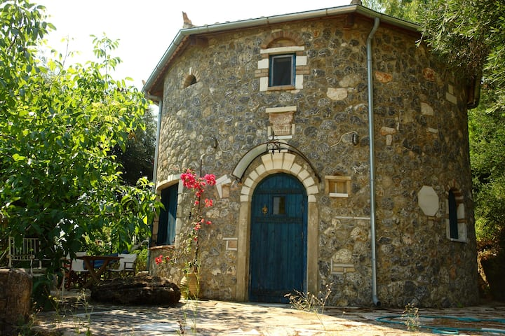Musician's Round House and Castello