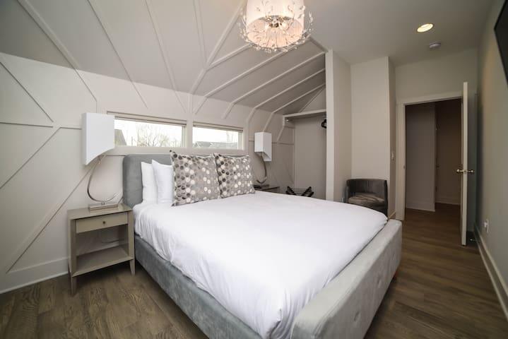 """Unit C: Bedroom 4 with En-suite Bathroom   2nd Floor. Queen Bed with pillow-top, 43"""" Smart TV, A/C."""