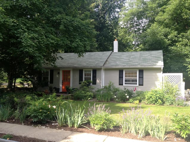 Chic Kinderhook Cottage - Kinderhook - Huis