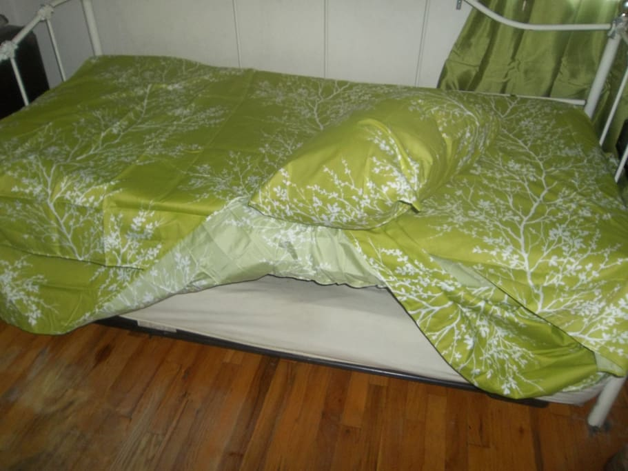 Second bed, concealed underneath the first bed for you or your welcomed guest(s). Perfect for a parent and child(ren).