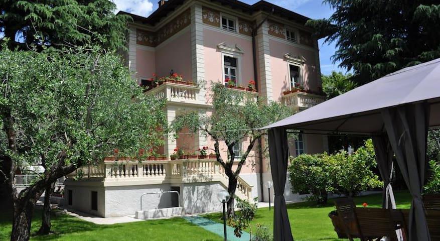 App. 4 people in Villa Lucia - Riva del Garda - Dom