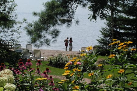 Buckhorn Lakeside Country Inn  forest view # A-2 - Buckhorn - Bed & Breakfast