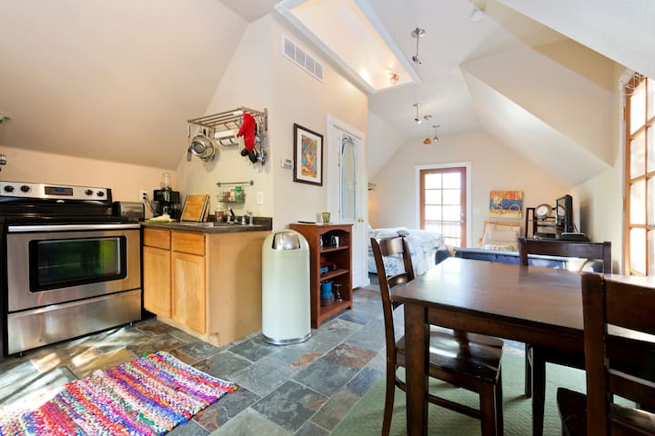 Newly Remodeled Loft in the Heart of the Northend - Boise - Apartment