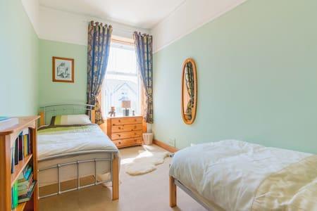 Room - Irvine - Dom